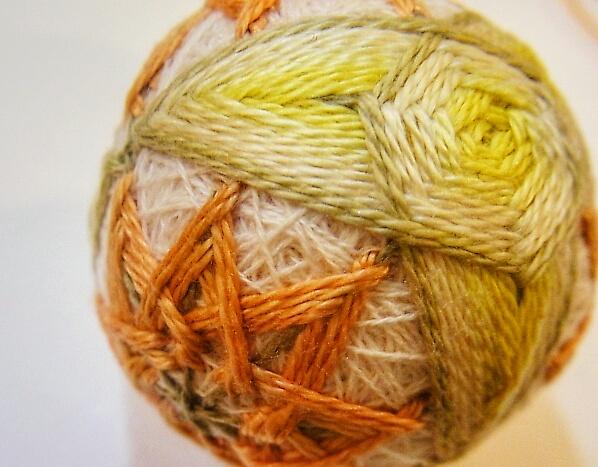 オリーブ染の糸